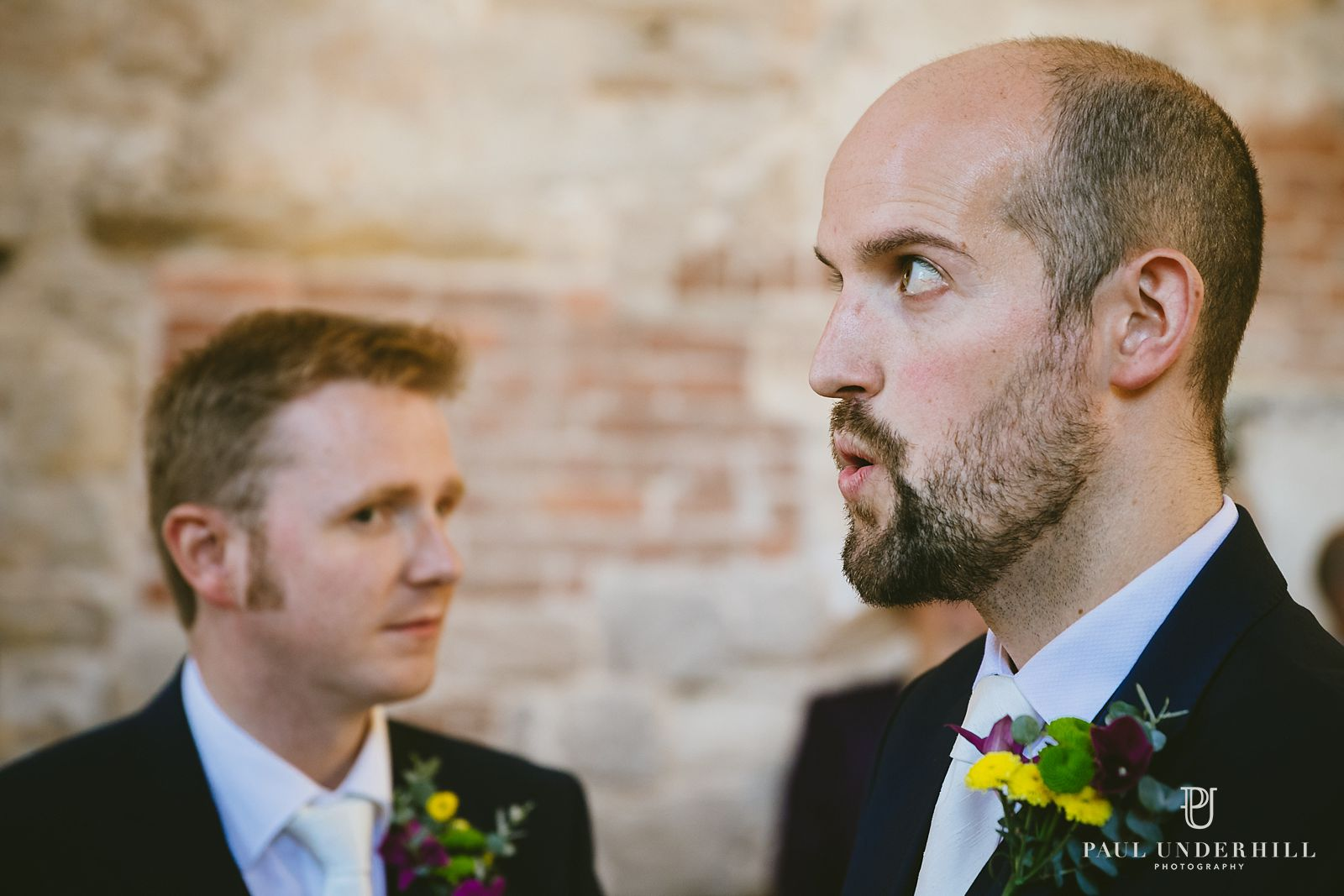 groom-reacts-to-bride-arriving