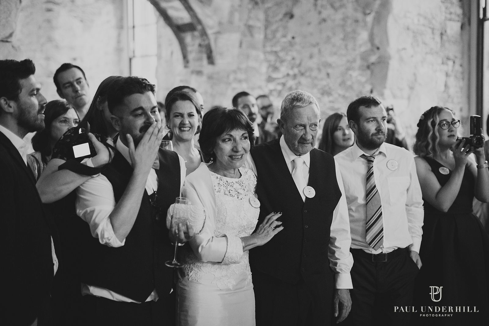 wedding-guests-reactions-documentary-photography